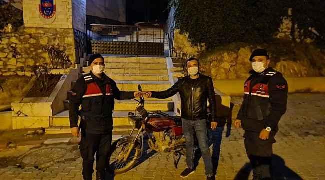 Jandarma çalınan motosikleti 2 yıl sonra bulup sahibine teslim etti