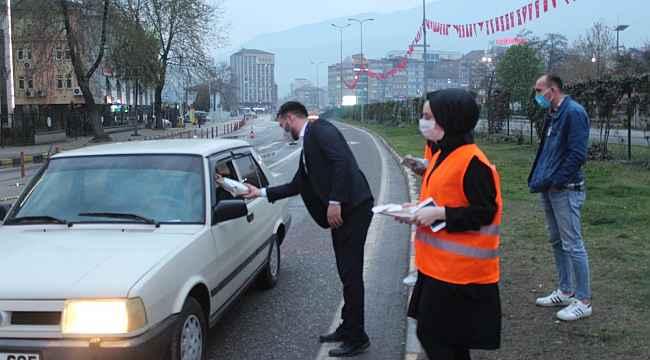 AK Parti Gençlik Kolları'ndan iftara yetişemeyenlere ikram