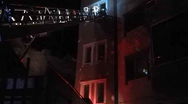 Özalp ilçesinde çatı yangını