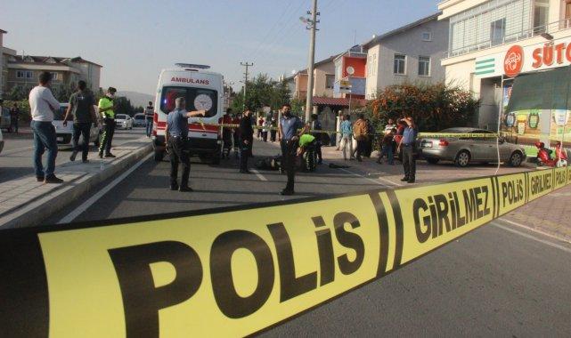 Devrilen akülü motosikletteki yolcuya kamyonet çarptı: 1 ölü