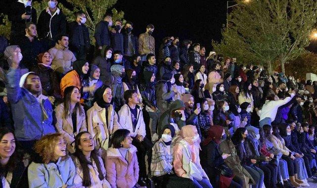 Üniversite öğrencilerine 'hoş geldin' konseri